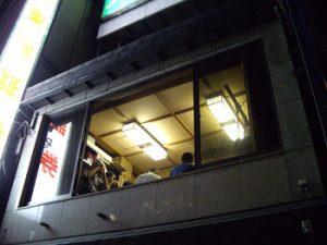 開け放した窓